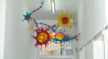 Desene colorate pe holul spitalului I.O.M.C.