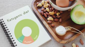 Plan de nutriție conform dietei ketogenice, legume, ouă, nuci în fundal