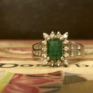 inel cu piatră verde