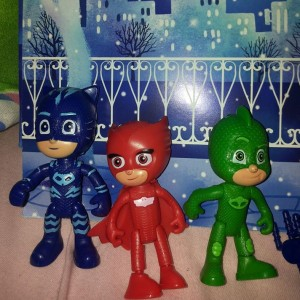 figurine de plastic cu personajele animației Eroi în pijama