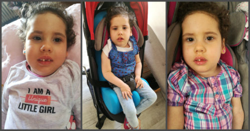 trei fotografii diferite cu fetiță de patru ani, zâmbește, are păul cârlionțat , este susținută în cărucior, cu centuri